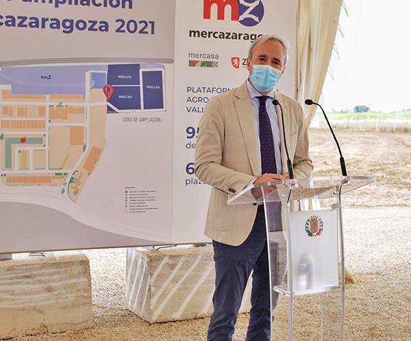 Alcalde de Zaragoza en el acto de colocación de la primera piedra